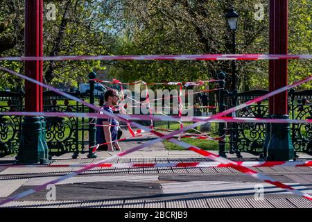 London, UK. 5th Apr, 2020. The bandstand is shut because it is a focal point for meeting - A sunny day and people are out in reasonable numbers, on Clapham Common SW London, to get their daily exercise. The 'lockdown' continues for the Coronavirus (Covid 19) outbreak in London. Credit: Guy Bell/Alamy Live News - Stock Photo