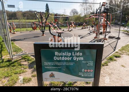 London, UK. 5th Apr, 2020. The outdoor gym Ruislip Lido in north west London, has been closed and if fenced off. As the coronavirus pandemic continues, the UK government has told the public to maintain social distancing, remain a minimum of two metres apart when out and about, and only to go out for shopping for essentials, daily exercise or for work when it is not possible to work from home. Credit: Stephen Chung/Alamy Live News - Stock Photo