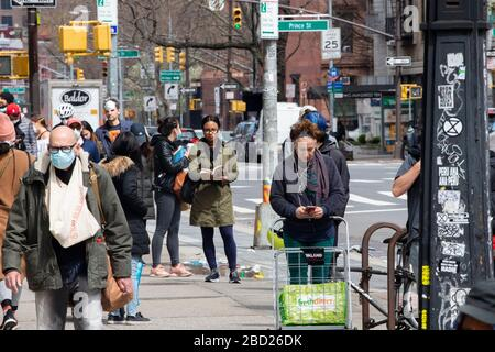 New York, USA. 04th April 2020. Long lines at Trader Joe's in SoHo as the shelter in place order is still in effect Covid-19 Pandemic Saturday April 4 2020 in New York NY. (Photo by Jonas Gustavsson/Sipa USA) Credit: Sipa USA/Alamy Live News - Stock Photo