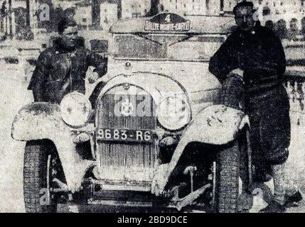 'Français : Rallye Monte Carlo 1934, victoire de Gas (G.) et Trévoux (D.) sur Hotchkiss.English: Entry #4 in the 1934 Rallye Monte Carlo is a Hotchiss AM 80 S 3,485 ccm (license 9683 RT), driven by Louis Gas (left in picture) and Jean Trévoux (to the right).  They had started in Athens[1] and were also the winner this year!; 16 October 2017; L'Auto-vélo, 26 janvier 1934; L'Auto-vélo; ' - Stock Photo
