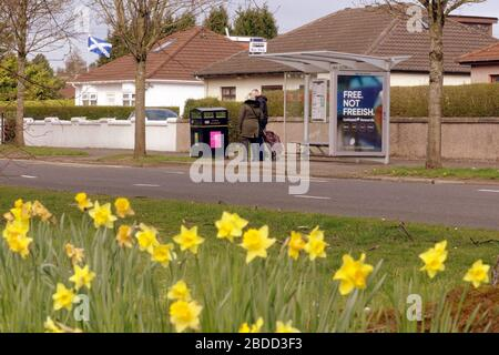 Glasgow, Scotland, UK, 8th April, 2020: Coronavirus saw deserted streets and Empty roads as people exercised on the great western road. Gerard Ferry/ Alamy Live News - Stock Photo