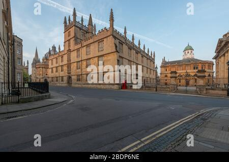 The Bodlwian Library and Sheldonian Theatre (right), viewed from New College Lane, Oxford Stock Photo