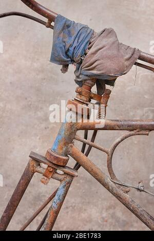 Rusty traditional freight bike parked against a wall, Beijing, China - Stock Photo