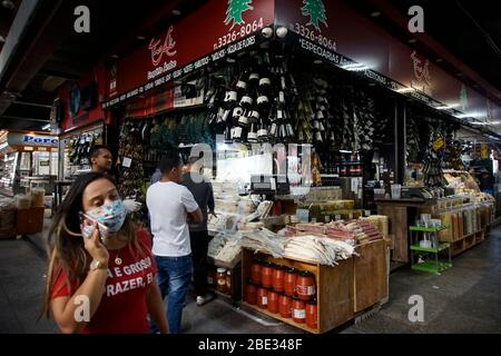 São Paulo (SP), 4/11/2020 CORONAVIRUS BRAZIL - Movement in the Municipal Market of São Paulo on April 11, 2020. The Intelligent Monitoring System (SIM - Stock Photo