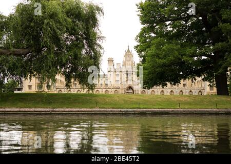 St John's College along the bank of the river Cam in Cambridge, England, United Kingdom. - Stock Photo