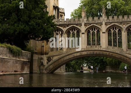Punting on the Cam River under the Bridge of Sighs at St John's College in Cambridge, England, United Kingdom. - Stock Photo