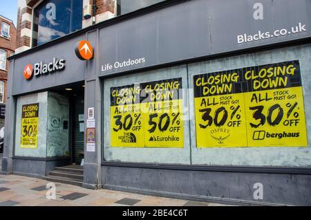 London, UK, 6 April 2020 61-63 Blacks St John's Rd, Clapham Town, London SW11 1QX   Signs in shop windows showing closed due to coronavirus. - Stock Photo