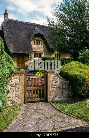 Classic 'chocolate box' thatched stone cottage, Chipping Campden in the English Cotswolds, Gloucestershire, England, UK. - Stock Photo