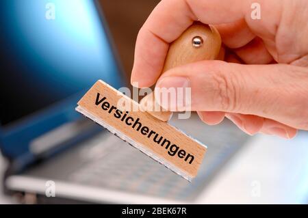 Versicherungen gedruckt auf einem Holzstempel - Stock Photo