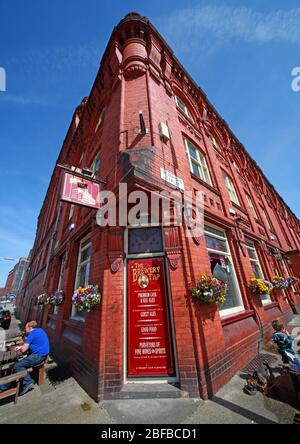 Cains Brewery Tap, Classic British Pub, 39 Stanhope St, Liverpool, Merseyside,England, UK, L8 5RE - Stock Photo