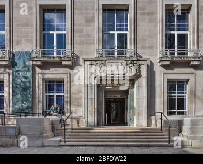 Entrance to the London School of Hygiene and Tropical Medicine in Keppel Street, London. - Stock Photo