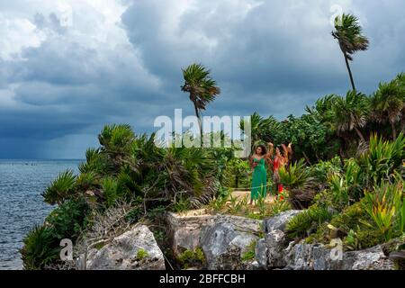 Tourists at Ruins of the Mayan temple grounds at Tulum, Quintana Roo, Yucatan, Mexico. Tulum is the site of a pre-Columbian Mayan walled city which se - Stock Photo