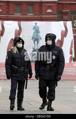Moscow, Russia. 22nd Apr, 2020. Police officers on duty outside the State Historical Museum amid the ongoing COVID-19 pandemic; the Russian government has extended a paid period off work until April 30 nationwide to counter the spread of the COVID-19 infection. Credit: Mikhail Metzel/TASS/Alamy Live News
