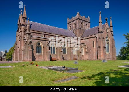 Ireland, County Armagh, Armagh, St Patrick's Church of Ireland Cathedral viewed from the side. - Stock Photo