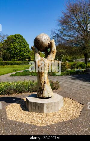 """""""Isaac's Apple"""" living sculpture by Nigel Sardeson in Wyndham Park, Grantham, Lincolnshire, England. April 2020 - Stock Photo"""