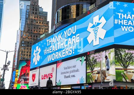 New York, United States. 22nd Apr, 2020. Atmosphere in Times Square in Manhattan in New York City in the United States. Led panels pay homage to health professionals. New York City is the epicenter of the Coronavirus pandemic (COVID-19). Credit: Brazil Photo Press/Alamy Live News