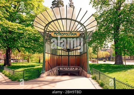 Porte Dauphine, Art Nouveau metro station Paris - Stock Photo