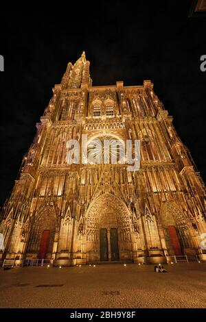 France, Alsace, Strasbourg, Strasbourg Minster, front, west facade, in the evening, illuminated - Stock Photo