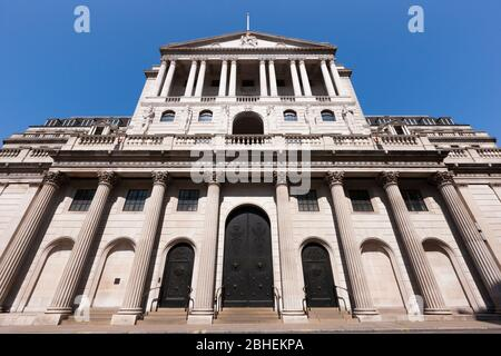 Front facade of the Bank of England building on Threadneedle St, London, EC2R 8AH. The bank controls interest rates for the UK. (118) - Stock Photo
