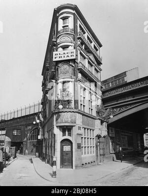 London's flat-iron building - The Black Friar pub at the junction of Queen Victoria Street and New Bridge Street. Built in 1870 it is under threat from development proposed for 1967 (it was saved from demolition by a campaign led by Sir John Betjeman). - 24 March 1966 - Stock Photo