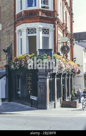 London/UK-1/08/18: The Railway Tavern, a traditional public house on The Quadrant in Richmond. Pubs are a social drinking establishment and a prominen - Stock Photo