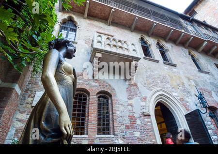 Verona, Italy - September 5, 2015: Statue of Juliet with balcony in the background. Verona, Italy - Stock Photo