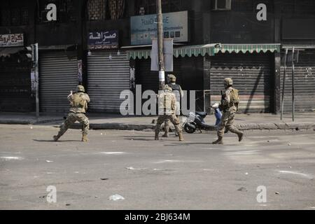 Tripoli, Lebanon, 28 April 2020. Soldiers shooting live rounds during riots that broke out following the death of a protestor shot by the army during protests triggered by economic collapse the previous night. Elizabeth Fitt Credit: Elizabeth Fitt/Alamy Live News - Stock Photo