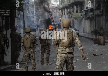 Tripoli, Lebanon, 28 April 2020. Lebanese army soldiers in the streets during riots that broke out following the death of a protestor shot by the army during protests triggered by economic collapse the previous night. Elizabeth Fitt Credit: Elizabeth Fitt/Alamy Live News - Stock Photo