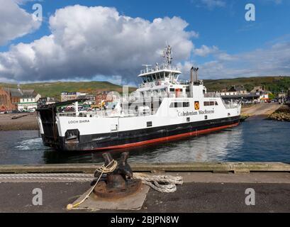 The Caledonian MacBrayne ferry MV Loch Shira approaches the loading ramp at Largs, North Ayrshire, Scotland. - Stock Photo