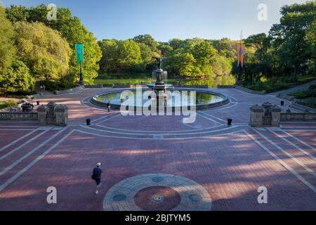 Early morning at the 'Angel of the Waters' Fountain at Bethesda Terrace in Central Park, Manhattan, New York City, USA