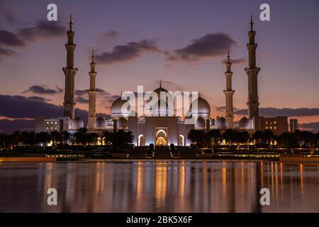 Sheikh Zayed Grand Mosque at twilight in Abu Dhabi, United Arab Emirates