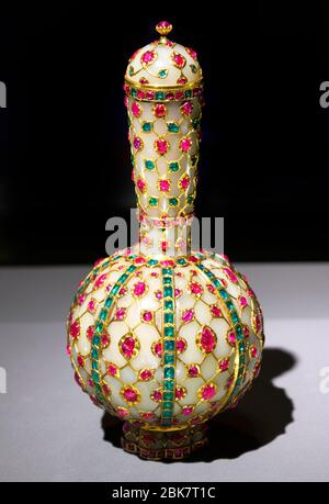 Clive Flask, North India, 17th century -  jade, rubies, emeralds, gold and silver - Stock Photo