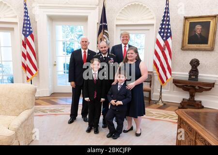 President Donald J. Trump and Vice President Mike Pence pose for a photo with Medal of Honor recipient retired U.S. Army Staff Sgt. Ronald J. Shurer II, his wife Miranda and sons Cameron and Tyler Monday, Oct. 1, 2018, in the Oval Office of the White House. President Donald J. Trump Presents the Congressional Medal of Honor Stock Photo