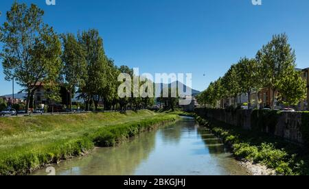 The Topino river, on the outskirts of Foligno, cuts through the Umbrian countryside with the Apennines in the distance, Italy - Stock Photo