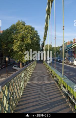 Suspension Bridge Victorian Architecture Engineering Green Gold  Hammersmith Bridge, London Barnes by Sir Joseph Bazalgette Dixon Appleby & Thorne - Stock Photo