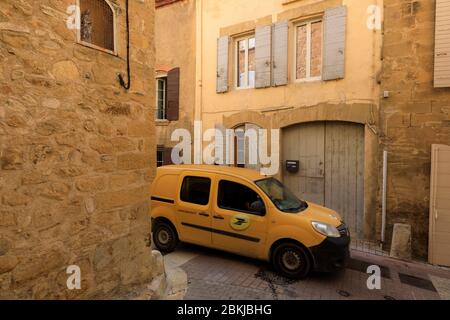 France, Bouches du Rhone, Pays d'Aix, Jouques, post car in the village street - Stock Photo