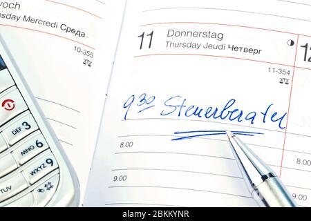 Ein Termin ist in einem Kalender eingetragen:  Steuerberater - Stock Photo