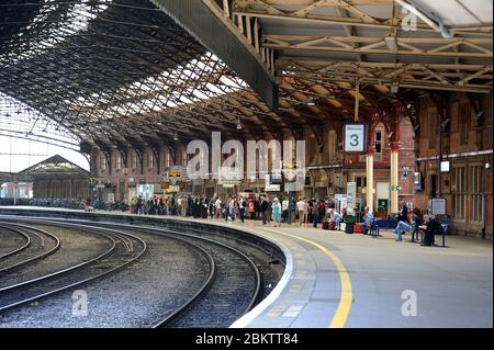 Looking west along platform 3 of Bristol Temple Meads Station. - Stock Photo
