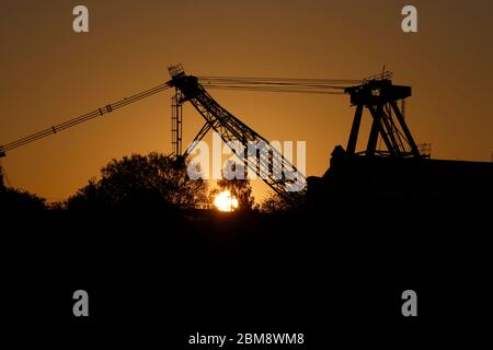 Sunrise behind a preserved walking dragline at RSPB St Aidan's in Swillington,Leeds,UK - Stock Photo