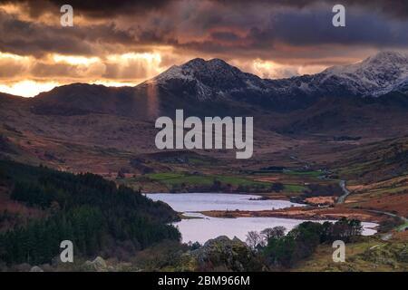 Sunrays over Llynnau Mymbyr and the Snowdon Horseshoe, Snowdonia National Park, North Wales, UK