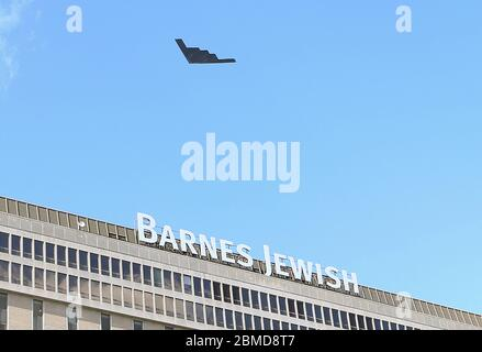 Bridgeton, United States. 08th May, 2020. A B-2 Spirit stealth bomber flys over Barnes-Jewish Hospital in St. Louis on Friday, May 8, 2020. The bomber, assigned 131st Bomb Wing, based at Whiteman Air Force Base, is flying over several hospitals throughout the State of Missouri as a salute to first responders and healthcare workers. Photo by Bill Greenblatt/UPI Credit: UPI/Alamy Live News - Stock Photo