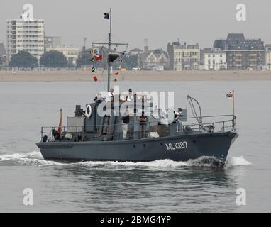 AJAXNETPHOTO. 25TH AUGUST, 2016. PORTSMOUTH, ENGLAND. - RESTORED WWII HARBOUR DEFENCE LAUNCH - RESTORED SECOND WORLD WAR HDML 1387 'MEDUSA' DURING THE SAIL-PAST MARKING THE 100TH ANNIVERSARY OF THE FOUNDING OF COASTAL FORCES. .PHOTO:JONATHAN EASTLAND/AJAXREF: D162508_6108 - Stock Photo