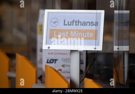 11 May 2020, Hessen, Frankfurt/Main: 'Lufthansa Last minute' is written on a sign at a ticket counter in Frankfurt Airport. Lufthansa has got into a massive financial imbalance due to the worldwide Corona pandemic. Photo: Boris Roessler/dpa