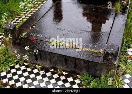 Grave of General William Cafe, Victoria Cross recipient, in Brompton Cemetery, Kensington, London - Stock Photo