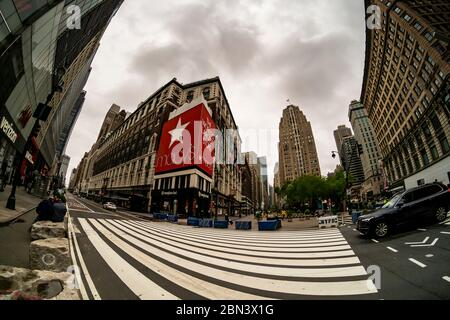 The closed Macy's in Herald Square in New York on Thursday, April 30, 2020. Macy's announced that it will reopen all its 775 locations over a period of six to eight weeks. (© Richard B. Levine) - Stock Photo