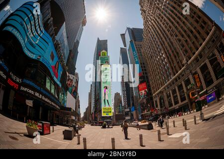 Public service announcement in an empty Times Square in New York during the COVID-19 pandemic on Thursday, May 7, 2020.  (© Richard B. Levine) - Stock Photo