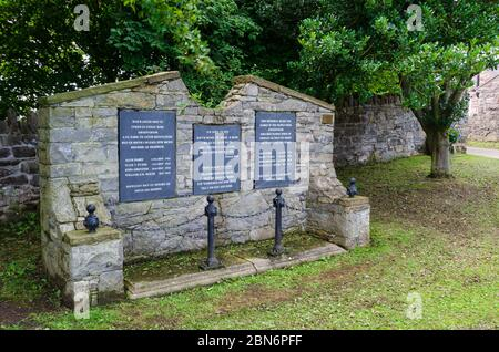 Gwaenysgor, Flintshire, UK: Aug 13, 2019: The stone and slate war memorial on the village green of Gwaenysgor. The wording is repeated in both Welsh a - Stock Photo