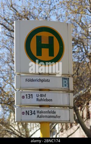 Die in Berlin-Spandau, Ortsteil Wilhelmstadt, befindliche BVG-Bushaltestelle Földerichplatz in Der Adamstraße Ecke Földerichstraße.