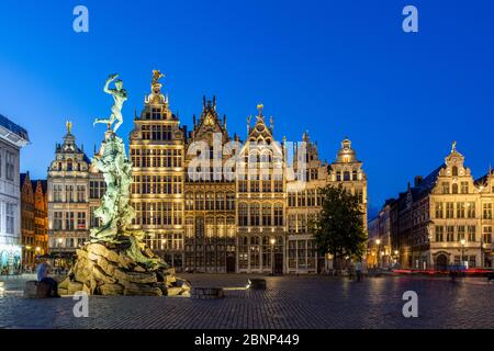 Brabobrunnen, Standbeeld van Brabo, Grote Markt, Antwerp, Flanders, Belgium - Stock Photo