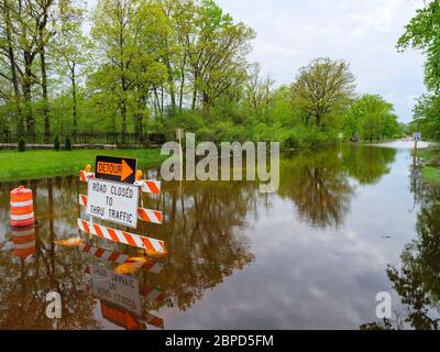 River Forest, Illinois, USA. 18th May 2020 Floodwaters from the Des Plaines River fill Chicago Avenue where it passes through Thatcher Woods Forest Preserve. - Stock Photo